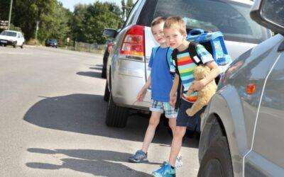 "Schülerinnen und Schüler beteiligen sich an der Aktion""Fußverkehrs-Check"""